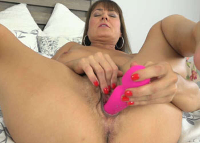 Elexis Monroe stuffs a toy in her hairy bush